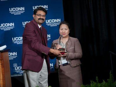 Professor Lee receiving award